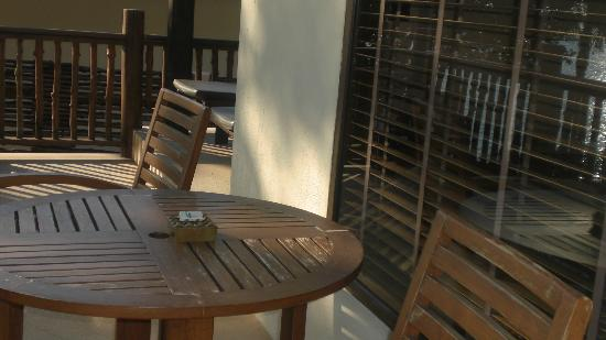 Le Vimarn Cottages & Spa: Balcony table and chairs