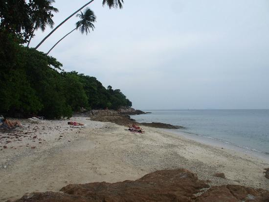 Shari-La Island Resort: rocky close to shore/soft sand away