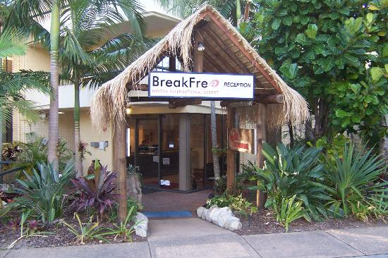 Noosa International Resort: front entrance of hotel