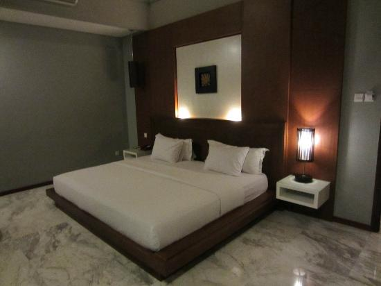 Abi Bali Resort Villa Huge Extra Large King Bed