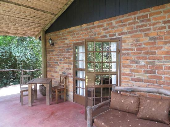 Rivertrees Country Inn: Cottage 1 patio - you can hear the bubbling brook from here