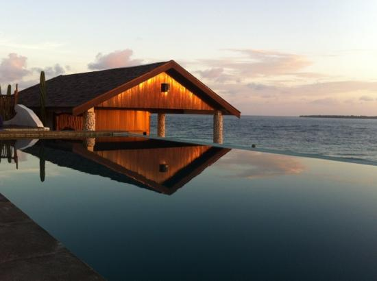 Amatoa Resort: sunset from infinity pool