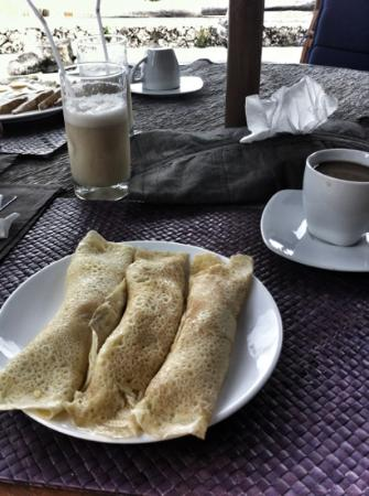 Amatoa Resort: breakfast with pancakes, fresh juice and Indonesian coffee