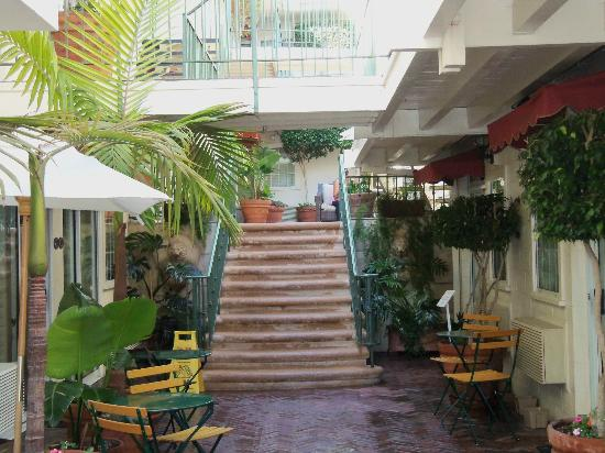 Hotel Villa Portofino: Note all wooden walkways on upper floors