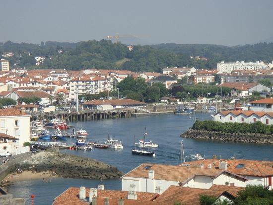 Hotel Agur Deneri: port de Ciboure vu de la chambre 24