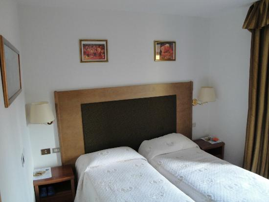 Hotel Piz Galin: Jr. Suite Dolomia (camera bambini)