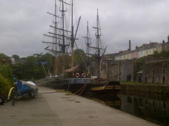 The Pier House Hotel: The view outside the hotel front - sailing ships.