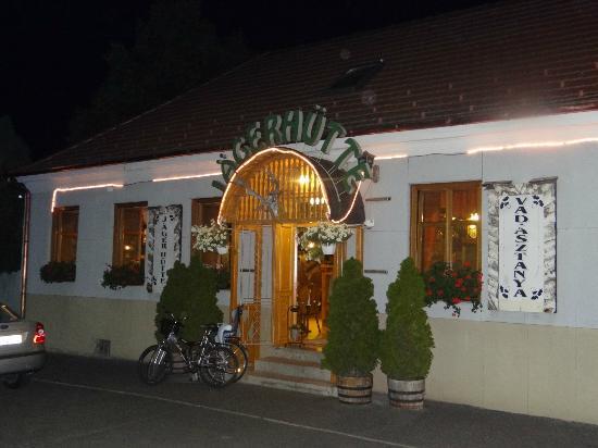 Buk, Hungria: Restaurant