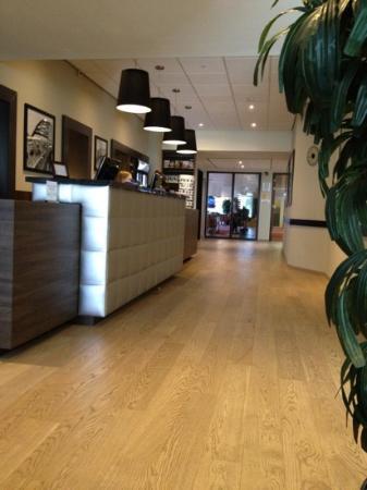Recepción del hotel Rotterdam