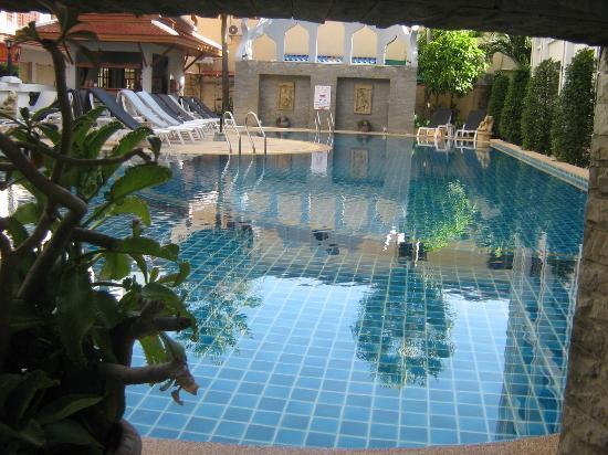 Amata Patong: pool area