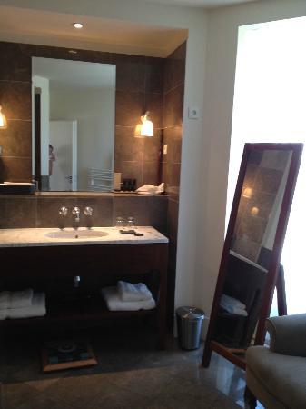 Le Jardin des Sens: bathroom