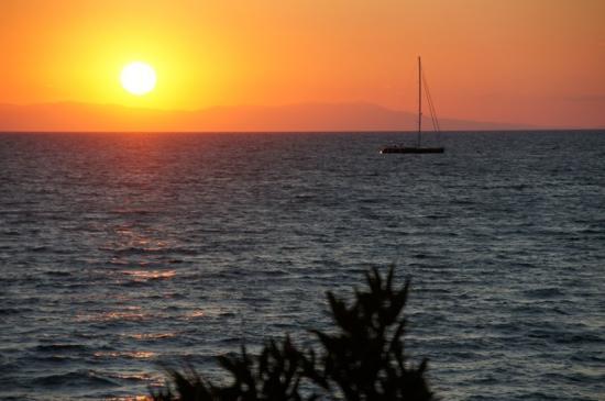Sani Asterias: Die Sonnenuntergänge mit Blick auf den Olymp - unbeschreiblich!