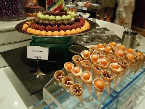 Aquamarine @ Marina Mandarin: Nice dessert & chocolate