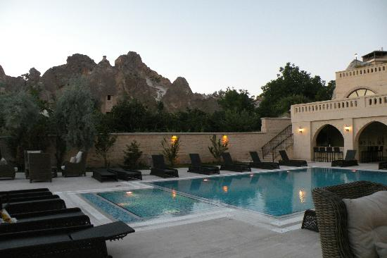 Burcu Kaya Hotel: piscine