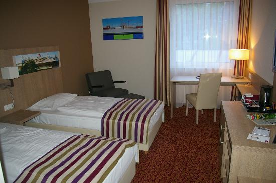 a twin room picture of mercure hotel hamburg am volkspark hamburg rh tripadvisor ie