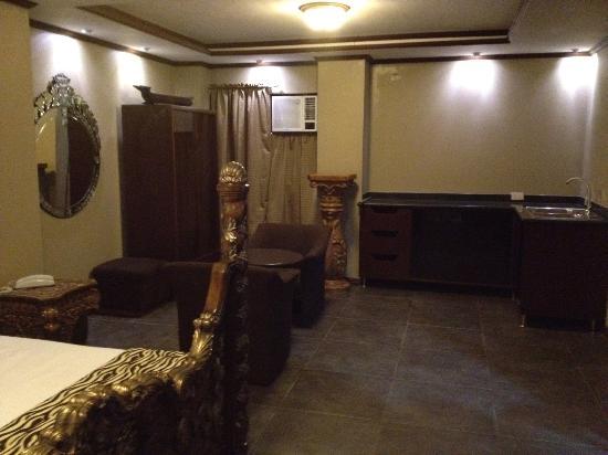 New Era Pension Inn Cebu: with mini kitchen and ref. A small sala