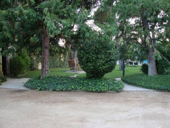 Hotel Balneario Prats : view of the thermal pool and the garden at Balneari Prats