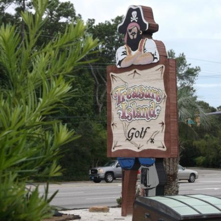 ‪Treasure Island Mini Golf‬