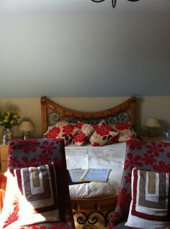 The Rumblie : lovely bedroom - bathrobes provided!