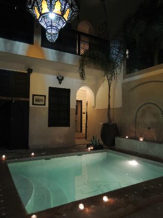 Riad Anjar: het zwembad in de avond