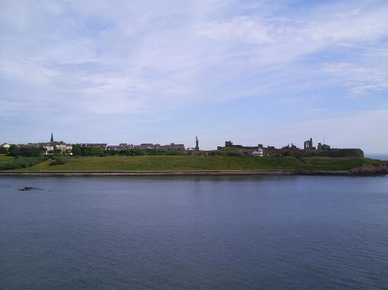 Long Sands Beach: Tynemouth priory from the Tyne