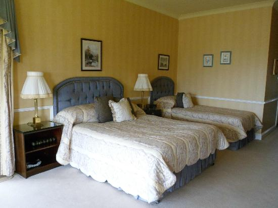 Cromleach Lodge Country House Hotel: Fresh bed-covers after 2 days