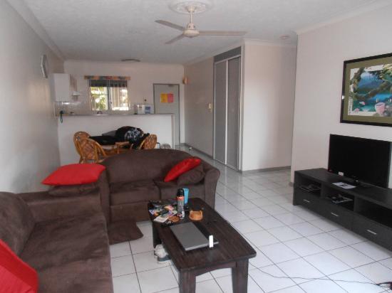 Citysider Holiday Apartments: Lounge & kitchen