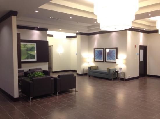 Holiday Inn Express & Suites New Liskeard: Lobby