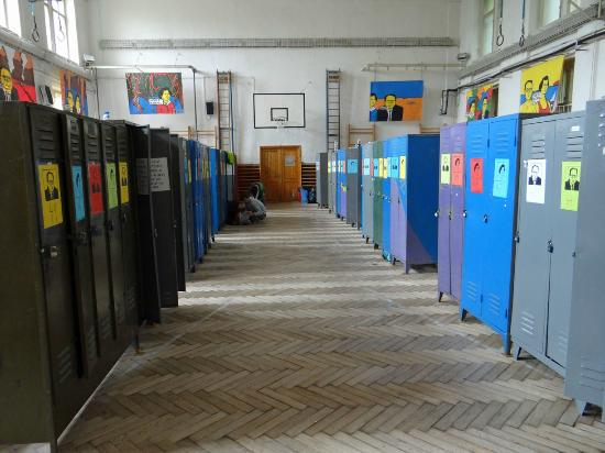 Travellers Hostel Ujezd : The main hallway of lockers