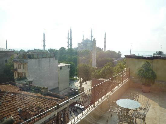 Hotel Fehmi Bey: 屋上テラスからの眺め(ブルーモスク側)