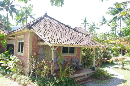 D'Tunjung Beach Resort: our ocean view bungalow