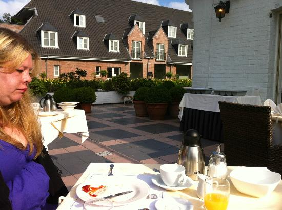 Best Western Premier Weinebrugge: Outside Dinning Area.