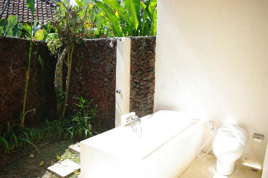 D'Tunjung Beach Resort: the beautiful outdoor bathroom