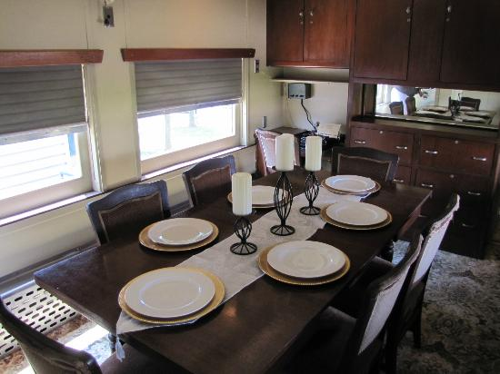 Historic Railpark and Train Museum: Dining Car in Presidential Car