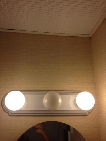Days Inn Ocean City Oceanfront: burnt out light