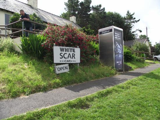 Holly Grange Guest House: White Scar Cave entrance