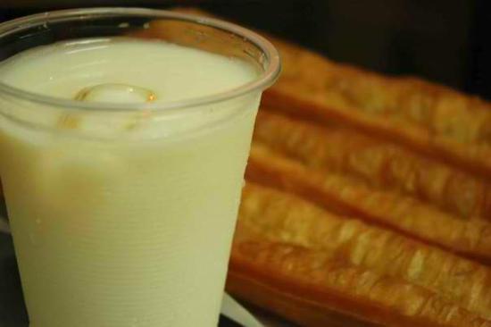 Rochor Beancurd House: Best Combination! Soya Milk & Fritters Dough 豆浆油条