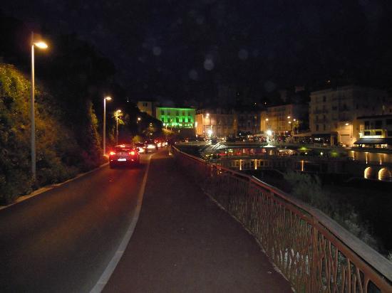 Hôtel Le Caritz : Das Caritz bei Nacht (grün angestrahlt für die Green Power Party)