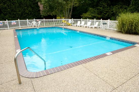 The Harrington Inn: Heated Outdoor Pool
