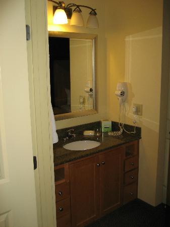 Residence Inn Worcester: vanity