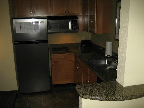 Residence Inn Worcester: kitchen