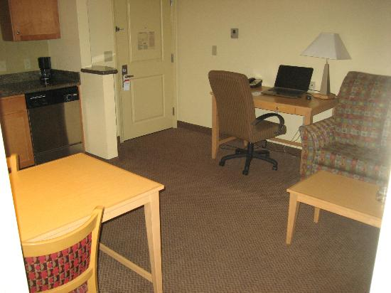 Residence Inn Worcester: LR desk
