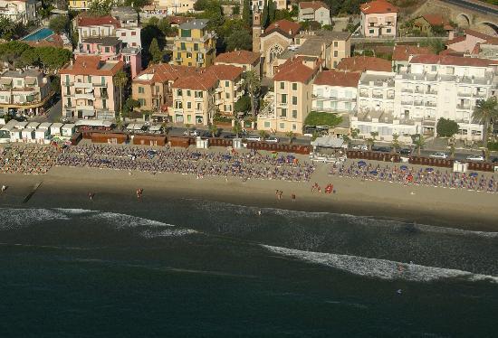 Hotel Riviera : direttamente sul mare con balconi e ampie terrazze