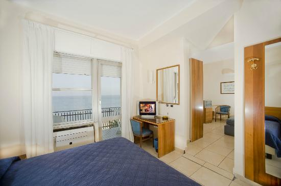 Hotel Riviera: camere per famiglie