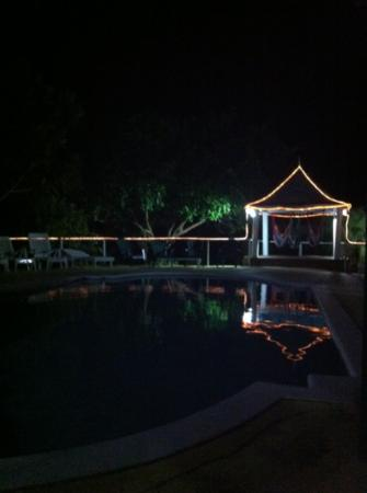 Hotel Jamaican Colors: swimming pool area at night