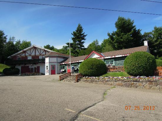 Santa's Workshop : Entrance and Post Office