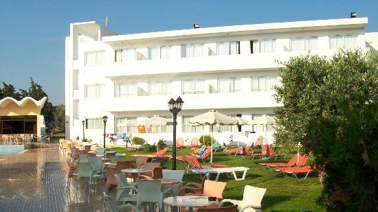 Evi Hotel Rhodes: parę takich budynków stanowi kompleks hotelowy