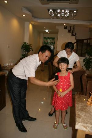 Rising Dragon Legend Hotel: With manager David Trung