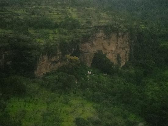 Telimele, Guiné: la grotte historique de Fanta à juste 10 km du centre ville. ça vaut la peine d'être car les sur