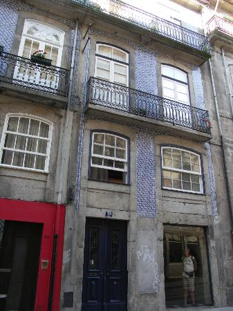 Almada Guesthouse: l'esterno della guesthouse